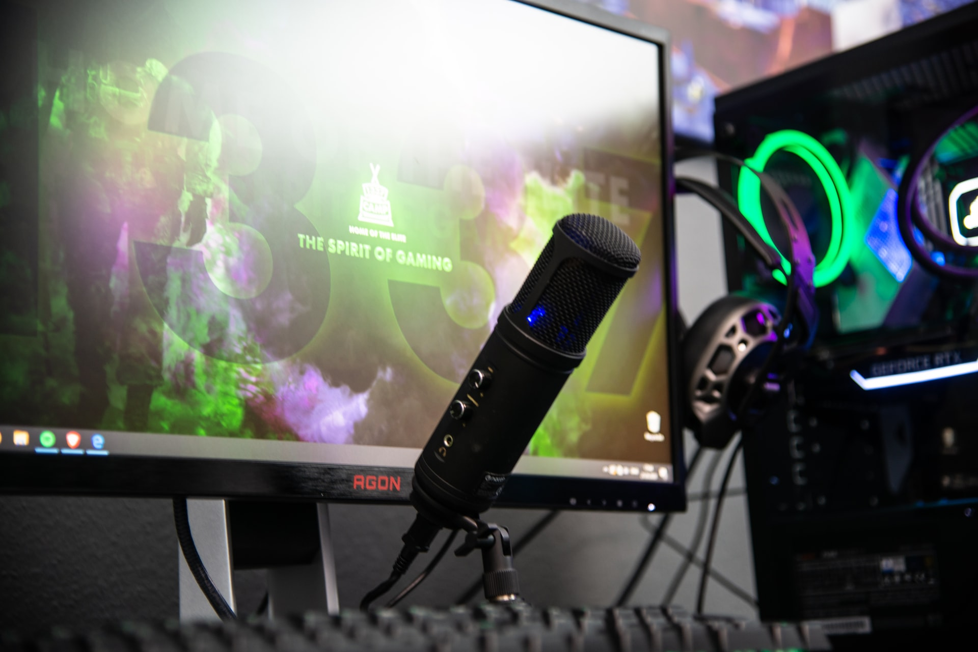Can Streaming Be a Full-Time Job?